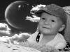 dítě v koši - čb - měsíc