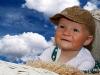 dítě v koši - barevná - mraky