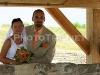 novomanželé u studny