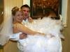 nevěsta v náručí ženicha